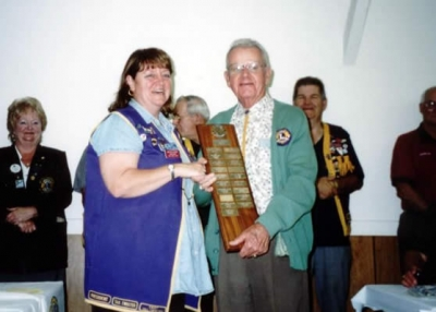 President Dallas Moore accepting Best President Runner-Up Trophy District 41N2 2003-2004 from PDG Lou Thurber