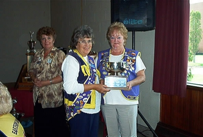 Past President Florence Vaughan accepting the BEST ROAD SIGN TROPHY District 41N2 2002-2003 from PDG Sharon Dykman.
