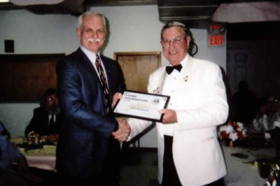 DG Ray Penny presenting Lion Duncan MacIsaac with Life Membership Lions Foundation District 41N2