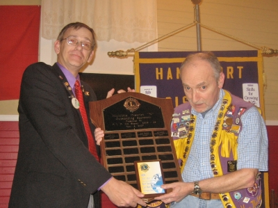 DG Peter Reid presenting Lion Ken MacKenzie with Multiple District N Best Secretary Award 2010-11