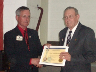PID Jim Sherry presenting Lion Jim Faulkner with International Presidents Certificate Appreciation